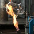 Brennen eines Gefässes in der Glasi Hergiswil